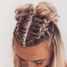 Fun and festive hairstyle for NYE by :: NYE Hairstyles for women NYE hair Hairstyle inspiration Hairstyles with glitter Topknot buns french braid hairstyles clip in extensions French Braid Hairstyles, Easy Hairstyles, Two Buns Hairstyle, Hairstyle Ideas, Pretty Hairstyles, Hairstyles For Women, Style Hairstyle, Hairstyles For Medium Length Hair, Fashion Hairstyles