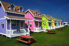 This Designer Res And Decorates Old Beach Cottages Lots Of Colorful Pictures Home Pinterest Cottage