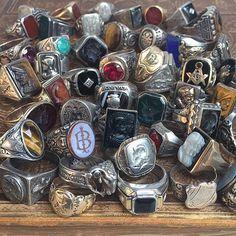 """wornovertime vintage vintagerings jewelry…"""" is part of Mens rings fashion - Vintage Rings, Vintage Men, Vintage Jewelry, Antique Jewellery, Vintage Diamond, Fashion Vintage, Fashion Watches, Fashion Rings, Moda Geek"""