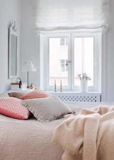 sovrum_hissgardin Dressing, Master Bedroom, Shabby Chic, Cottage, Interior Design, Inspiration, Furniture, Home Decor, Dorm Ideas