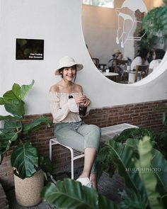 📸 Photographer (@bluezuriphoto) • Instagram photos and videos Thai Fashion, Korea Fashion, Beach Photography Poses, Thai Princess, Instagram Pose, Insta Photo Ideas, Thai Model, Foto Pose, Ulzzang Girl