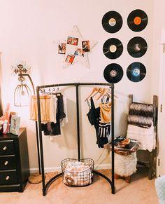Gorgeous Farmhouse Kitchen Decor Ideas [On A Bugdet + Easy Design] - Steaten My New Room, My Room, Dorm Room, Home Bedroom, Bedroom Decor, Bedrooms, Bedroom Ideas, Cute Room Decor, Aesthetic Room Decor