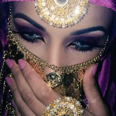 Find images and videos about beautiful, beauty and makeup on We Heart It - the app to get lost in what you love. Arabian Eyes, Arabian Makeup, Arabian Beauty, Arabian Nights, Beauty Makeup, Eye Makeup, Hair Makeup, Beauty And Fashion, Women's Fashion