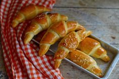 Egyszerű bögrés sós kifli | Rupáner-konyha Pastry Recipes, Bread Recipes, Cake Recipes, Dessert Recipes, Desserts, Ciabatta, Crescent Rolls, Pretzel Bites, Food Inspiration