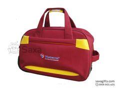 Túi du lịch in logo form hộp màu đỏ phối da vàng Vietravel – TX012 https://saxagifts.com/tui-du-lich-in-logo-form-hop-mau-do-phoi-da-vang-vietravel/