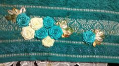 LOY HANDCRAFTS, TOWELS EMBROYDERED WITH SATIN RIBBON ROSES: TOALHA DE ROSTO - SANTISTA