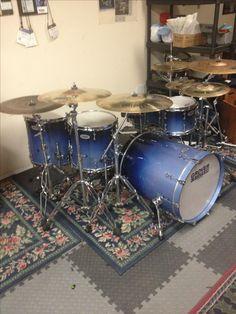 "Grover Custom drumset in ""Lindsay Blue"" glitter fade in high gloss Drum Kits, Drummers, Bass Drum, Blue Glitter, Cool Stuff, High Gloss, Heavy Metal, Guitars, Dreams"