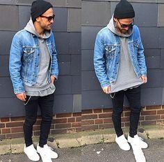 Toca + óculos + jaqueta jeans + moletom cinza + calça jeans + stan smith