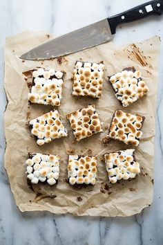 Gooey chocolate s'mores bars with marshmallow topping. These addictive bars are easy to make and won't last long at all! If you've tasted the Starbucks version, you'll realize these are just the same but homemade. #smores #dessert #starbucks #copycat #chocolate #marshmallow #campfire #foodnessgracious Smores Brownies, Smores Bar Recipe, Smores Dessert, Delicious Desserts, Dessert Recipes, Dessert Ideas, Chocolate Ganache Filling, Recipes With Marshmallows, Mini Marshmallows