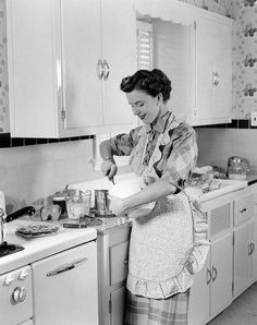 Woman Housewife In Kitchen Apron Art Print by Vintage Images. All prints are professionally printed, packaged, and shipped within 3 - 4 business days. 1950s Kitchen, Kitchen Aprons, Eat In Kitchen, Vintage Kitchen, Vintage Baking, 1950s Housewife, Vintage Housewife, Fruit And Vegetable Storage, 1950s Women
