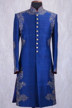 Royal blue sherwani with golden embroidry and buttons will enhance your look. Indian Men Fashion, India Fashion, Royal Fashion, Fashion 2020, Men's Fashion, Blue Sherwani, Sherwani Groom, Wedding Sherwani, Indian Groom Dress