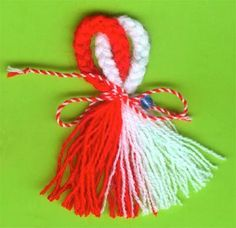 Martenitsa Easy Crafts To Make, Valentine's Day Crafts For Kids, Diy And Crafts, Valentine Love Cards, Valentine Day Crafts, Christmas Crafts, How To Make Tassels, How To Make A Pom Pom, Baba Marta