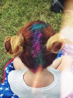 Pin for Later: Women Are Now Hiding Their Grown-Out Roots With Glitter