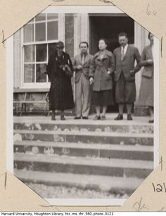 Virginia Woolf, Cyril Connolly, Elizabeth Bowen, Alexander Cameron and Jean Connolly stand outside Bowen's home. Bowen's Court (Cork, Ireland), 1934 Virginia Woolf, Elizabeth Bowen, Bloomsbury Group, Room Of One's Own, Cork Ireland, Lost Girl, Beautiful One, Over The Years, The Outsiders