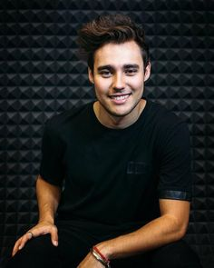 Jorge blanco Violetta And Leon, Living In La, Disney Channel, Male Beauty, Future Husband, Favorite Tv Shows, Character Inspiration, Famous People, Crushes