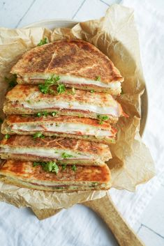 Luksus Pitabrødstoast - Lækker Toast Med 3 Slags Ost Og Hvidløgssmør Chorizo, Cheddar, Mozzarella, Sandwiches, Toast, Snacks, Cooking, Yum Yum, Foods