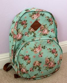 This floral backpack needs to be in my possessions soon, Floral Backpack, Backpack Purse, Cute Backpacks, Girl Backpacks, Mochila Floral, Back Bag, Cute Purses, Cute Bags, School Bags