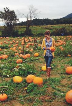 The meadow at the nursery is shared with a pumpkin patch/pumpkin farm. Pumpkin patch wedding in October - phewfff exciting stuff. Fall Pictures, Fall Photos, Senior Pictures, Autumn Day, Autumn Winter Fashion, Autumn Style, Pumpkin Patch Outfit, Pumpkin Farm, Pumpkin Spice