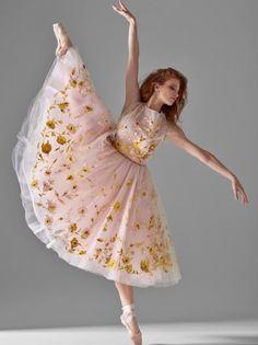 Ballerina Sarah Hay - Semperoper Ballett in Dresden - Photo by Alexander Neumann Ballet Pictures, Dance Pictures, Ballet Costumes, Dance Costumes, Ballet Clothes, Ballet Dancers, Ballerinas, Ballet Photography, Dance Poses