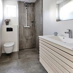 Renovation D, Contemporary Home Decor, Modern Bathroom Design, Scandinavian Interior, White Bathroom, Beautiful Bathrooms, Bathroom Inspiration, Fresco, Bathtub