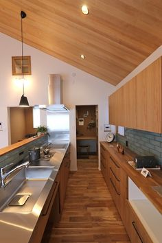 Kitchen Desks, Home Decor Kitchen, Kitchen Layout, Kitchen Furniture, Home Kitchens, Kitchen Dining, Restaurant Kitchen Design, Interior Design Kitchen, Japanese Style Tiny House