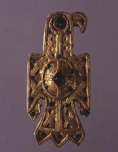 Fíbula aquiliforme visigoda. Siglo VI d.C. Oro, pasta vítrea y bronce. Fundación Lazaro Galdiano
