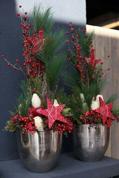 Weihnachtliche Gesteckideen 2016 Teil 1 - Another! Christmas Flower Arrangements, Christmas Flowers, Noel Christmas, Christmas Centerpieces, Outdoor Christmas, Xmas Decorations, All Things Christmas, Winter Christmas, Christmas Wreaths