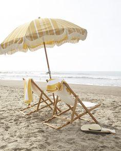 ☀️ classic teak sling chair on the beach Beach Aesthetic, Summer Aesthetic, The Beach, Beach Bum, Beach Trip, Beach Towel, Packing List Beach, Parasols, Umbrellas