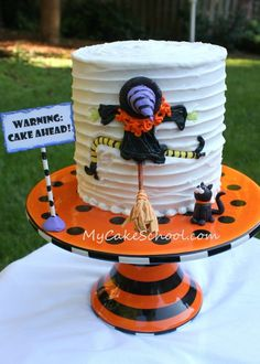 I think my favorite Halloween cake ever! :D This is the one you should make for your cake decorating class. Halloween Torte, Pasteles Halloween, Bolo Halloween, Dulces Halloween, Dessert Halloween, Halloween Baking, Halloween Goodies, Halloween Cupcakes, Halloween Birthday