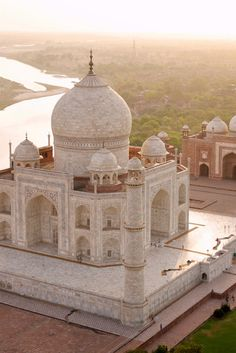 Spectacular View of Taj Mahal & Mosque
