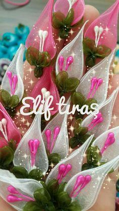 #PicsArt ile ne oluşturduğuma bir göz atın Organza Flowers, Fabric Flowers, Learning To Embroider, Bow Bow, Pics Art, Soutache Jewelry, Baby Knitting Patterns, Handmade Flowers, Shibori