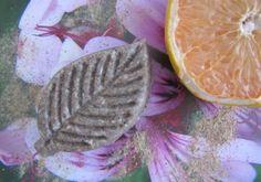"""Recette : Shampooing solide ayurvédique """"Cheveux plus longs"""" au Géranium, Nard & Pamplemousse - Aroma-Zone"""