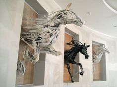 Recycled kitchen utensils were used by Sayaka Ganz to create this incredible work of racing horse art. Sculpture Projects, Art Projects, Upcycling Projects, Sculpture Ideas, Animal Sculptures, Horse Sculpture, Art Graphique, Recycled Art, Recycled Materials