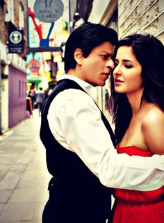 Yash Chopra 's Last film as a film director , Jab Tak Hai Jaan Featuring Shah Rukh Khan , Hurricane katrina anniversary passes Kaif and Anushka. Bollywood Stars, Bollywood Couples, Bollywood Gossip, Bollywood News, Bollywood Actress, Shahid Kapoor, Kareena Kapoor, Imran Khan, Shahrukh Khan