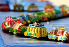Train Cake - I need this for inspiration.  Our Polar Express cake was sad looking due to my pathetic decorating ;)
