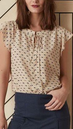 Pin de martha ramos en blusas de moda en 2019 модный наряд, блузки y соврем Modest Fashion, Fashion Outfits, Munier, Cool Outfits, Casual Outfits, Short Tops, Long Tops, Dressy Tops, Elegant Outfit