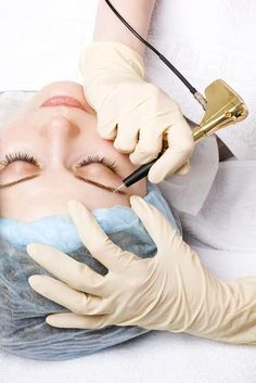 Is waking up beautiful worth enduring a tattoo on your eyelid? Permanent Makeup: Is the Payoff Worth the Pain? Permanent Lipstick, Semi Permanent Makeup, Permanent Eyebrows, Permanent Tattoo, Makeup Tips, Beauty Makeup, Hair Makeup, Beauty Secrets, Beauty Hacks
