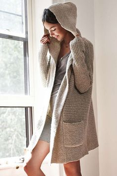 When in doubt go for an open front sweater. In today's article I want to draw your attention to my favorite 12 ways on how to style an open front sweater this Oversized Knit Cardigan, Hooded Cardigan, Long Cardigan, Sweater Cardigan, Beige Cardigan, Big Sweater, Fall Outfits, Cute Outfits, Différents Styles