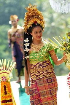 Pretty Indonesian woman in  Balinese Beautiful Traditional Dress. | #Bali #Culture ,  #Indonesia - #SouthEast #Asia