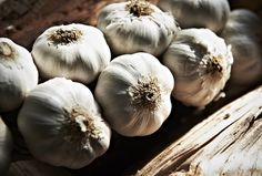 Garlic contains numerous sulfur-containing compounds that activate the liver detox enzymes responsible for flushing out toxins from the body