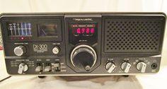 Realistic DX 300 Quartz Synthesized Communication Receiver Radio Powers Up READ!