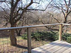 Wire lattice deck railing. This striking yet inexpensive wire lattice deck railing idea is really