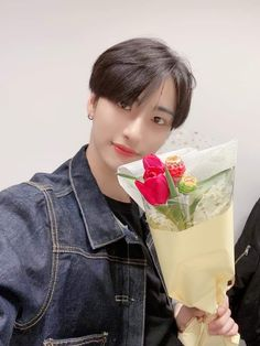 """"""" ꒰ 𝑬𝑵𝑮 𝑻𝑹𝑨𝑵𝑺 ꒱ ⏳ 200314 💬 [📷] Our White day only goes with flowers🌷 V LIVE Behind Photo Eight bouquets of flowers made for ATINY on White day💐💕 Thank you for joining us in today's VLIVE🍭🍬 Jung Woo Young, White Day, Shared Folder, Kim Hongjoong, Flower Boys, Guy Pictures, Daniel Wellington, Idol, Park"""