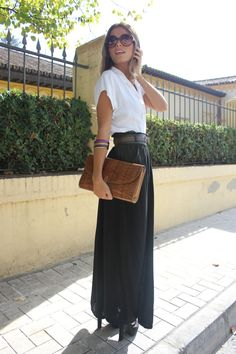 love the simplicity of the outfit you can't go wrong with a classic black and white outfit...plus it is a maxi skirt can't ask for a more perfect combo!