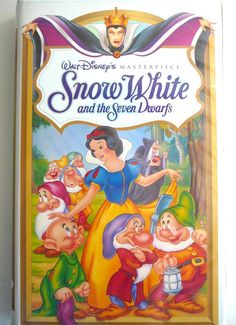 DISNEY Masterpiece Clamshell VHS SNOW WHITE DWARFS Full-length Movie LN Collect