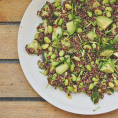 Avokadosalat med edamamebønner og sort quinoa Quinoa, Black Eyed Peas, Sprouts, Salads, Vegetables, Veggies, Salad, Vegetable Recipes, Brussels Sprouts