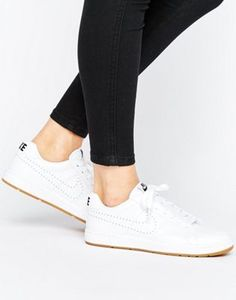 Nike Tennis Classic Trainers In White With Gum Sole