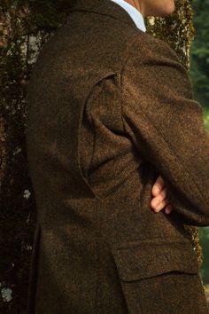 The Tweed Fox — homoimperfectus: Shooting jacket – action pleats. Tweed Shooting Jacket, British Country Style, Country Man, Country Attire, Norfolk Jacket, Hunting Jackets, Safari Jacket, Elegant Man, Affordable Dresses