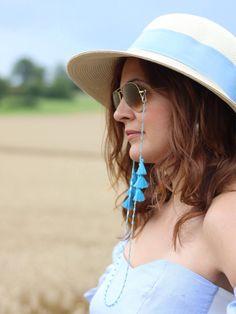 Eyewear necklace / eyeglass band for sunglasses made of pearls and tassels turquoise blue - customizable Eyeglass Holder, Seashell Jewelry, Diy Jewelry, Eyeglasses, Eyewear, Sunglasses Women, Instagram, Sunshine, Hairstyle