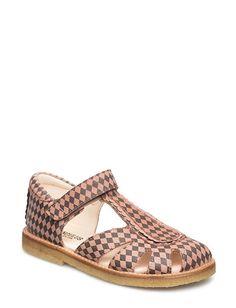 Klikk her for å se og kjøpe ANGULUS 5135 (2158/2323 Rose Harlequin/ Old Rose) på Boozt.com - til 1100 kr. Ny kolleksjon fra ANGULUS! Rask levering, enkel retur og sikker betaling. Old Rose, Girls Wardrobe, Flats, Sandals, Little Princess, Little Girls, Interior, Shoes, Fashion